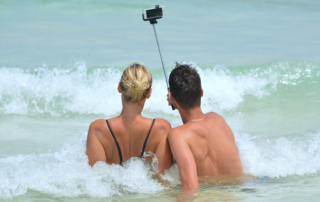 Glückliches Paar im Urlaub